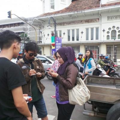Kompak, Suami Istri Tulis Harapan Buat Kota Bandung