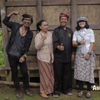 Mengenal Lebih Jauh Kekayaan Budaya Kampung Adat Kasepuhan Sinar Resmi