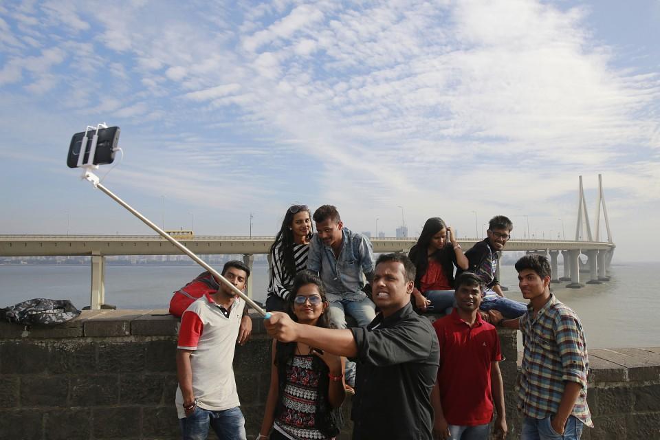 Hati-hati, Dilarang Selfie di India!