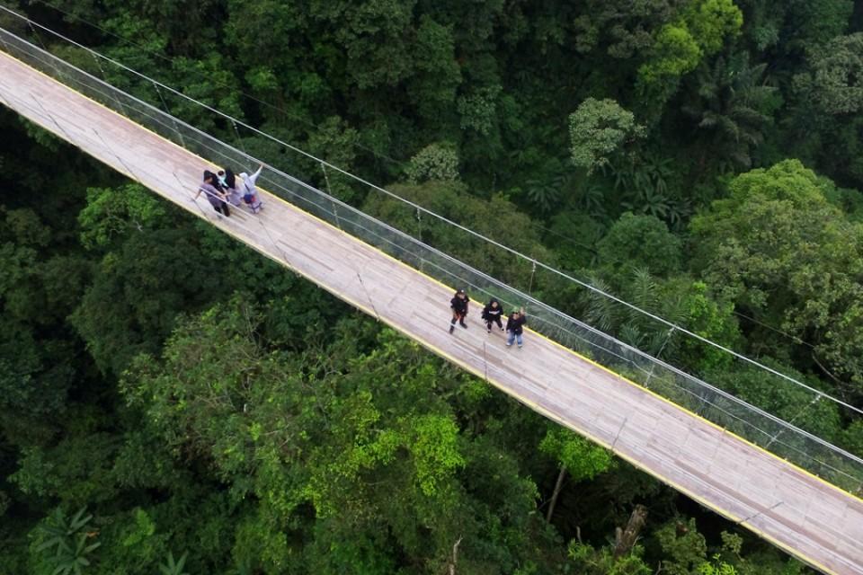 Situ Gunung lokasi Jembatan Gantung Terpanjang di Indonesia (bagian 1)