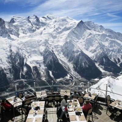 Nikmati Makan Dengan Pemandangan Gunung Es