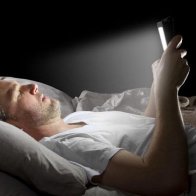 Sebelum Tidur,  Yuk Batasi Penggunaan Smartphone!
