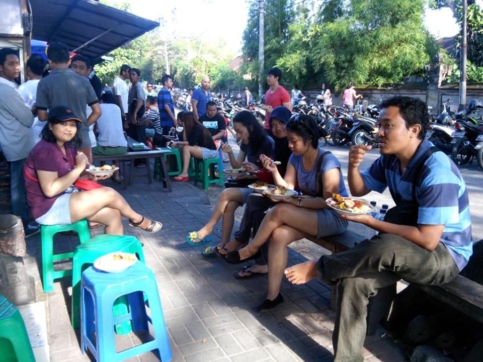 Nasi Campur Bali, Penganan Wajib Pantai Sanur
