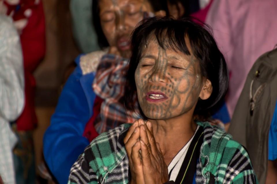 Tato Wajah Untuk Wanita Myanmar
